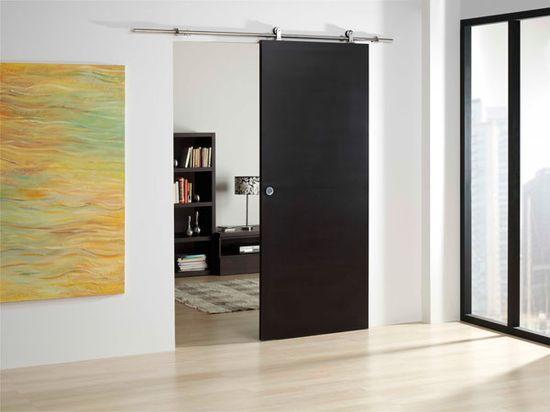 Красивая дверь в интерьере