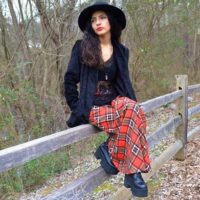 Советы стилиста с чем носить клетчатую юбку